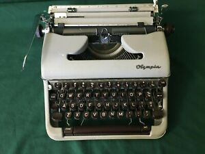 VINTAGE OLYMPIA MANUAL TYPEWRITER WITH A CASE