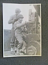ORIGINAL WW2 ERA PRESS PHOTO: U.S. SOLDIERS. SIGHTING SYSTEM  ANTI AIRCRAFT GUN