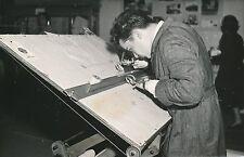 PARIS c.1955 -Dessinateur Industriel Amputé des 2 Mains Palais des Glaces-PR 599