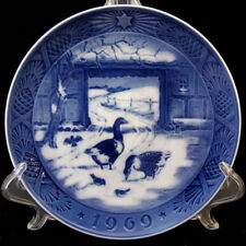 Royal Copenhagen 1969 Annual Christmas Plate In The Old Farmyard
