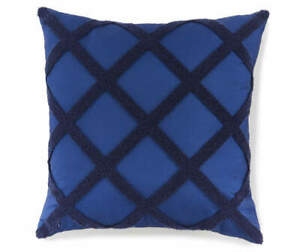 """NEW $100 Lot 2 BROYHILL 20""""x20"""" In/Outdoor Reversible Navy Diamond Throw Pillows"""