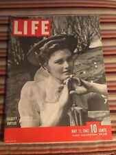 VINTAGE MAY 11 1942 LIFE MAGAZINE FEATURING WOMENS FLUFFY RUFFLES VN CONDITION