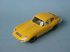 MATCHBOX JAGUAR E TYPE COUPE con corpo di colore giallo BP inglese SPORTS CAR TOY 70 mm