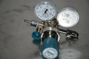 Airgas Y12-215D High Purity Two Stage Regulator CGA-580