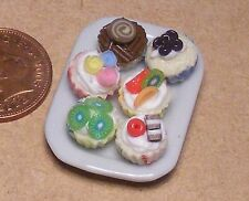 1:12 Scale 6 Assorted Cup Cakes On A Ceramic Plate Dolls House Accessory PL39