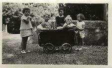PHOTO ANCIENNE - VINTAGE SNAPSHOT - GROUPE ENFANT LANDAU GAG DRÔLE - CHILD FUNNY