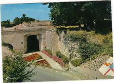 17 - cpsm - BROUAGE - Promenade sur les remparts au dessus de la Porte Royale