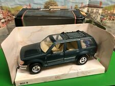 Maisto 1:24 scale 95 Ford Explorer die cast model
