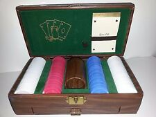 SET OF 198 POKER CHIPS WITH CASE, CARDS, SCOREPAD, PENCIL, DICE, SHAKER, DRAWER
