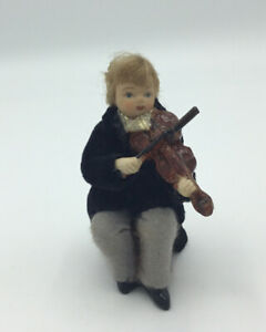 Dolls House Sitting Musician