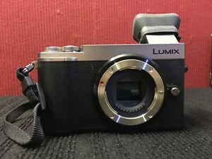 Panasonic Lumix GX9 Boitier nu argent sans optique avec œilleton optionnel