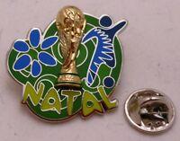 Pin / Anstecker + Fußball FIFA Weltmeisterschaft 2014 Brasilien + Natal (71)