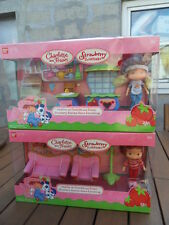 poupée Charlotte aux fraises shortcake doll strawberry scented homme furnishings