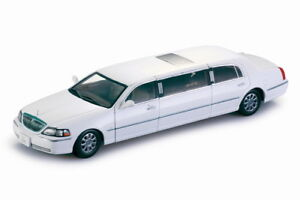 Lincoln Town Voiture Limousine 2003 Blanc 1:18 Model 4201 Sun Star