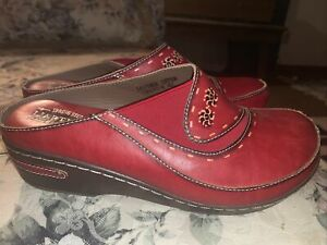 womens size 11(42) L'Artiste spring step red clogs leather