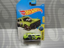 2017 HOT WHEELS ''HW CITY WORKS'' #92 = TIME ATTAXI = LIME GREEN us