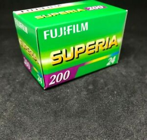Fujifilm Superia 200  expired film 35mm 24 exp