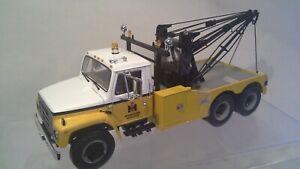 International Harvester S-Series TowTruck w/Holmes Wrecker Unit First Gear 1:25