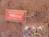 Ancien PORTE CLE NESTLE escales autour du monde photo indiens chocolat au lait