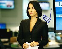 HOT SEXY OLIVIA MUNN SIGNED 8X10 PHOTO AUTHENTIC AUTOGRAPH NEWSROOM PROOF COA E