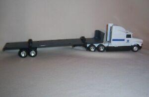 1/64 Ertl New Holland Semi with Flatbed Trailer Farm Toy Equipment