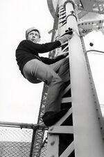 Noel Harrison As Mark Slate The Girl From U.N.C.L.E. 11x17 Mini Poster Climbs Up