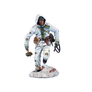 First Legion: GERSTAL074 German Winter Soldier Running with Grenade Bundle & Map