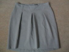 EX M&S AUTOGRAPH GREY LINED GENTLY PLEATED DIPPED HEM STRETCH SKIRT SIZE 20 61cm