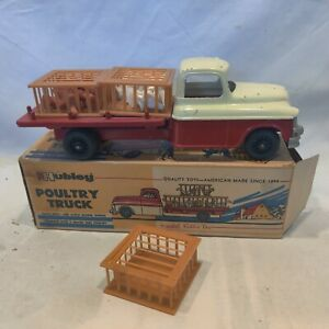 Vintage Hubley Poultry w chickens Truck, w/ Box #497 great Condition. Very cool.