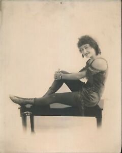 1920s Original 8 x 10 Vaudeville Press Photo Leggy Showgirl vv