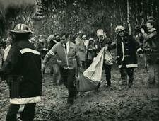 1987 Press Photo Officials removed body from wooded crash site, Fort Atkinson