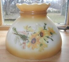 VINTAGE OIL LAMP SHADE WHITE GLASS YELLOWISH BROWN TINT FLORAL PIE-CRUST TOP