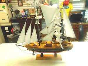 VINTAGE BLUE NOSE SCHOONER  MODEL SHIP GREAT SHIP WELL MADE*