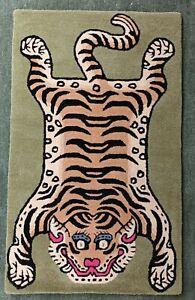 Tibetan Tiger Rug With 100% Woolen, 3x5 feet for Home Décor Light Green colour