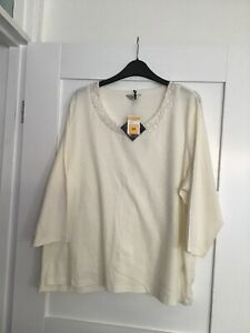 Bnwt M And S Ivory Ladies Top With 3/4 Sleeves Size 24