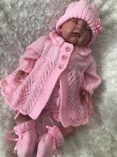 """NUOVO: SPLENDIDA HAND Knitted Vestito 4 pezzi per 22"""" RINATO BABY GIRL"""