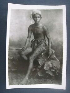 Vintage.. 1940s.. 7'' x 5'' photo..Native Ingrote Man with Tattooed body
