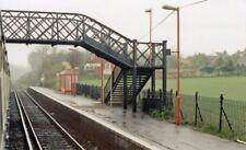 PHOTO  KENT  BEKESBOURNE RAILWAY STATION 1989 VIEW SHOWING FOOTBRIDGE