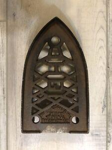 Antique Cast Iron Sad iron Trivet Humphrey Gas Iron (HGI). General Specialty co