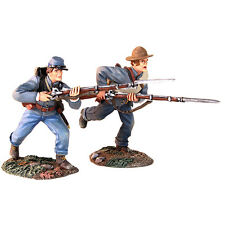 BRITAINS CIVIL WAR CONFEDERATE 31229 INFANTRY CHARGING WITH BAYONETS MIB
