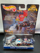 Hot Wheels NASCAR Racing Mark Martin Pit Crew 1999 Ford Taurus 1/64 Diecast