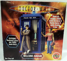 DOCTOR WHO : WELCOME ABOARD MODEL KIT. TARDIS, 10TH DOCTOR & MARTHA JONES