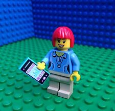 Lego City Town GREEN LADY WITH MOBILE PHONE Torso from 71016 Minifig Minifigure