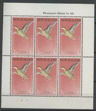 """No: 102403 - NEW ZEALAND - """"BIRDS/HEALTH"""" - AN OLD BLOCK OF 6 (2 d) - MNH!!"""
