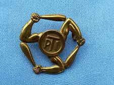The Army Physical Instructor cap badge.