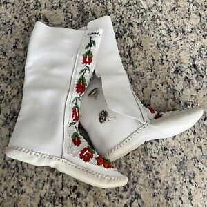 TAOS Tall White Leather Beaded Mocassin Boot Size 7