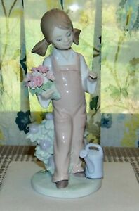 LLADRO Figurine GIRL WITH PIGTAILS #5217 Girl With Watering Can