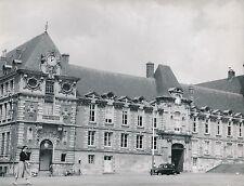 LISIEUX  c. 1955 - Auto Le Palais Épiscopal  Calvados - Div 10026
