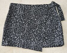 Kate Spade Saturday Buckle Over Galaxy Wrap Skirt Size 6 NWT Black White
