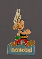 Pin's novotel / Asterix (signé corner 1991 Goscinny Uderzo)